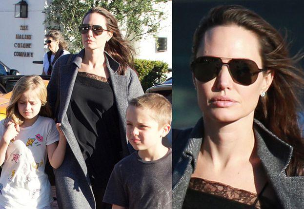 Angelina Jolie z dziećmi w Malibu. Waży 34 kilogramy? (ZDJĘCIA)