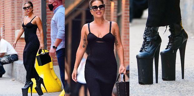 Lady Gaga w eleganckiej sukience polskiej projektantki paraduje po ulicy na NIEBOTYCZNIE wysokich platformach (ZDJĘCIA)