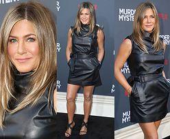 """Jennifer Aniston odsłania opalone nogi w skórzanej """"małej czarnej"""""""