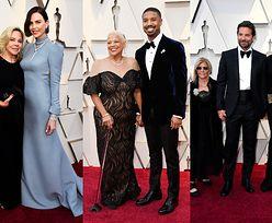 Oscary 2019: Gwiazdy pozują z bliskimi: Bradley Cooper z Iriną, Charlize Theron z mamą... (FOTO)