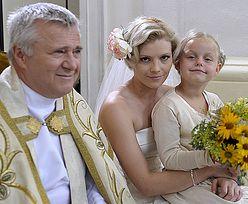 """Ksiądz z """"Plebanii"""" żeni się z 34-latką!"""