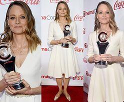 55-letnia Jodie Foster cieszy się z nagrody