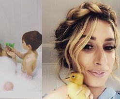 """Internauci krytykują piosenkarkę z """"X Factora"""" za... kąpiel z synami: """"9-latek nie powinien widzieć matki nago!"""" (FOTO)"""