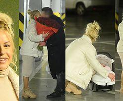 Paula Tumala wychodzi z córeczkami ze szpitala (ZDJĘCIA)