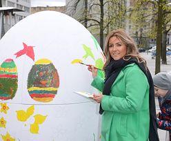 Karolina Szostak, Natalia Klimas i Radzimir Dębski malują dwumetrowe jajo… (ZDJĘCIA)