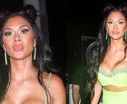 Neonowa Nicole Scherzinger i jej nowe usta pozują fotoreporterom w drodze na kolację (ZDJĘCIA)