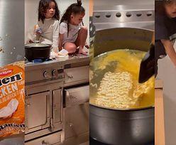 Dzieci Kim Kardashian chodzą po kuchennych blatach i gotują rosół z torebki (ZDJĘCIA)