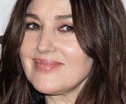 WIECZNIE MŁODA Monica Bellucci w skromnej stylizacji na premierze w Paryżu (ZDJĘCIA)