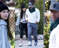 Niepozorna Dakota Johnson korzysta z chwil na świeżym powietrzu w towarzystwie ukochanego Chrisa Martina (ZDJĘCIA)