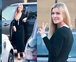 Smukła Joanna Krupa w obcisłej sukience pozdrawia fotografów znakiem Victorii (ZDJĘCIA)