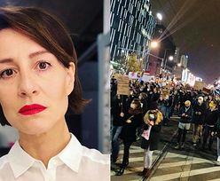 """Maja Ostaszewska relacjonuje atak chuliganów na protestujących: """"Czuliśmy gaz łzawiący. Obok nas spadały petardy"""""""