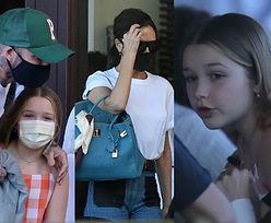 Victoria i David Beckhamowie z dziećmi maszerują na obiad do hotelu w Miami (ZDJĘCIA)