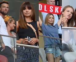 Celebryci kibicują na meczu Polska-Izrael: wystylizowane WAGs, Małgorzata Rozenek z szalikiem kibica i wtulona w Wojtka Szczęsnego Marina