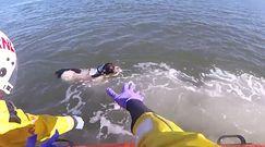 Pies utknął na morzu. Chciał przegonić mewy, porwał go prąd