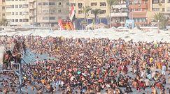 Tysiące Egipcjan na plażach. Niepokojący widok w trakcie upałów