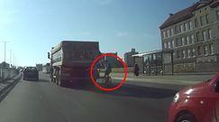 Szaleńcza jazda rowerzysty. Niepokojące nagranie kierowcy z Gdańska