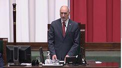"""Antoni Macierewicz mówi w Sejmie o szacunku do Konstytucji. Opozycja wybucha śmiechem i skanduje """"Konstytucja"""""""