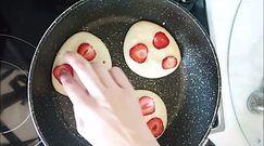 Lekkie placki z truskawkami