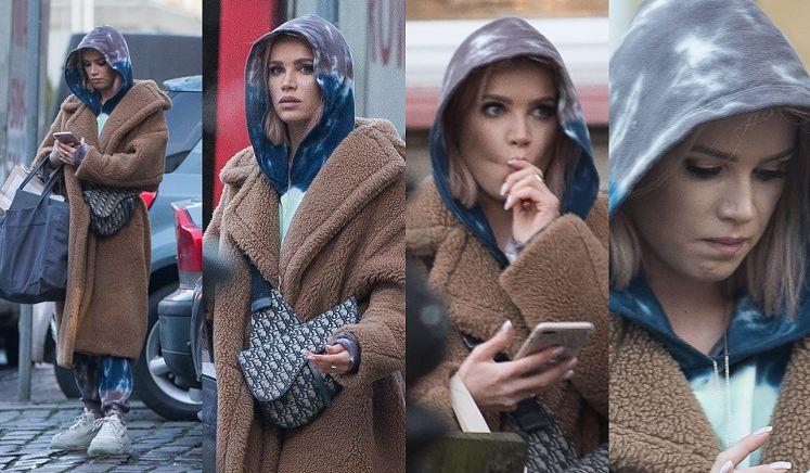 Blogerka została przyłapana przez paparazzi w centrum Warszawy, gdy w najlepsze zaciągała się swoim iqosem.