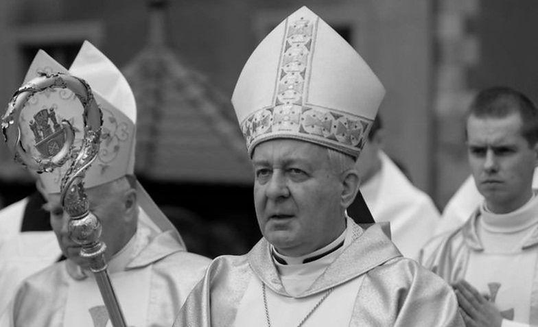 Oskarżany o molestowanie seksualne kleryków abp. Juliusz Paetz pochowany w Poznaniu. Wejścia do bram katedry strzegła ochrona