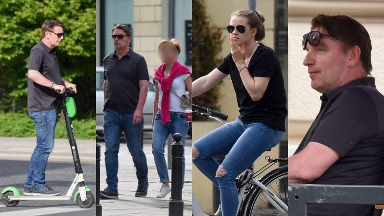 Tomasz Lis szaleje na hulajnodze z córką i koleżanką