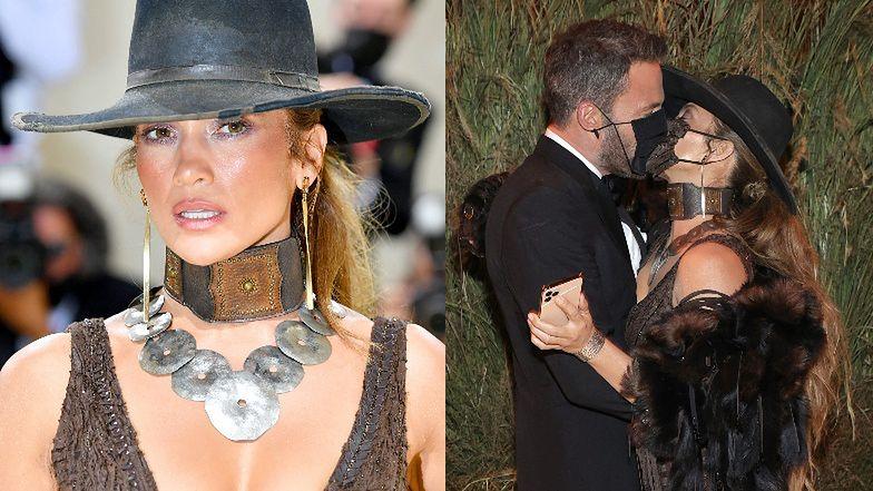 """Gala MET 2021. """"Kowbojka"""" Jennifer Lopez u boku Bena Afflecka eksponuje swoje """"walory"""" w brązowej sukni Ralpha Laurena  (ZDJĘCIA)"""