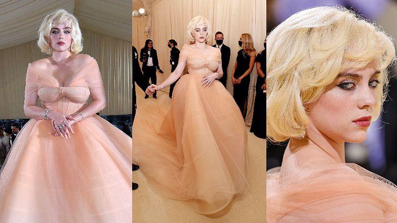 """Gala MET 2021. """"Dorosła"""" Billie Eilish przykuwa spojrzenia w kreacji Oscara de la Renty rodem ze starego Hollywood (ZDJĘCIA)"""