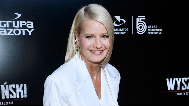 Wytworna Małgorzata Kożuchowska w białym garniturze zadaje szyku na premierze filmu (ZDJĘCIA)