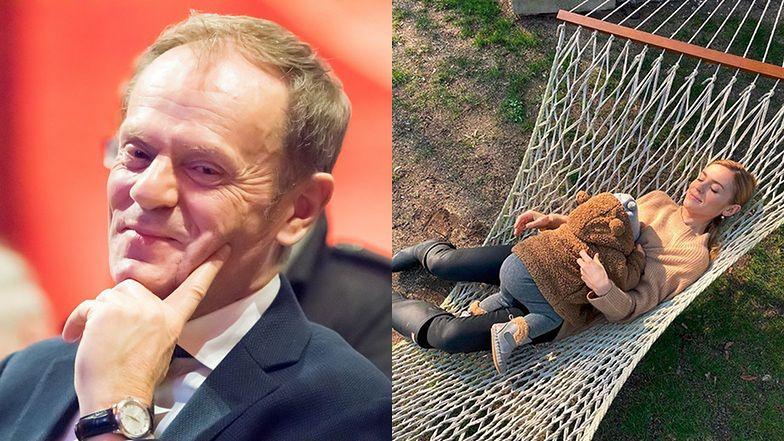 """Rozmarzony Donald Tusk zachwyca się córką i wnuczką: """"Dwa szczęścia, czyli tęsknota w czasach zarazy"""""""