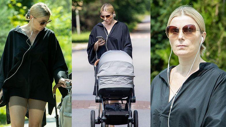 Naturalna Halina Mlynkova w legginsach spaceruje z synem (ZDJĘCIA)
