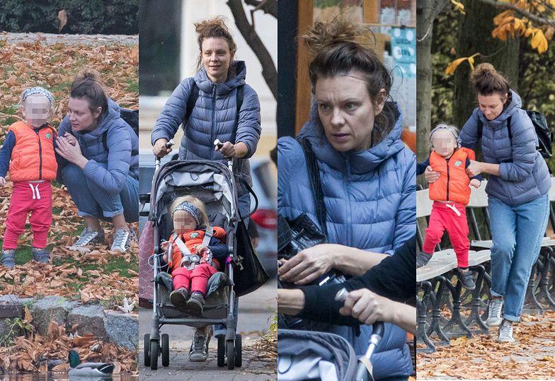 """""""Naturalna"""" Magdalena Boczarska korzysta z uroków jesieni na spacerze z mamą i 2-letnim synkiem"""