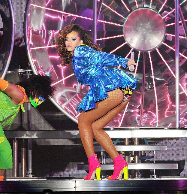 Rihanna WYGWIZDANA na koncercie!
