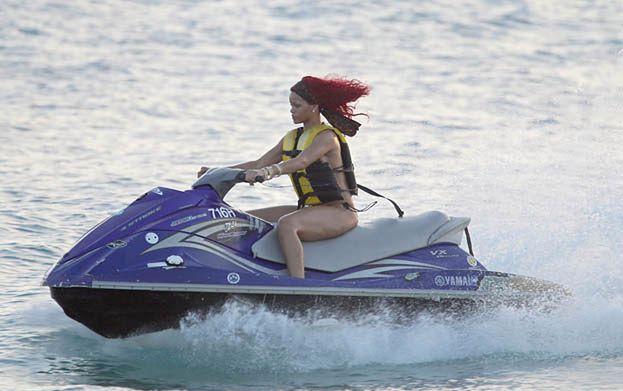 Rihanna spędziła święta na plaży