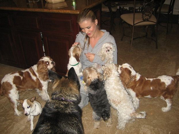 Joanna Krupa z adoptowanymi psami