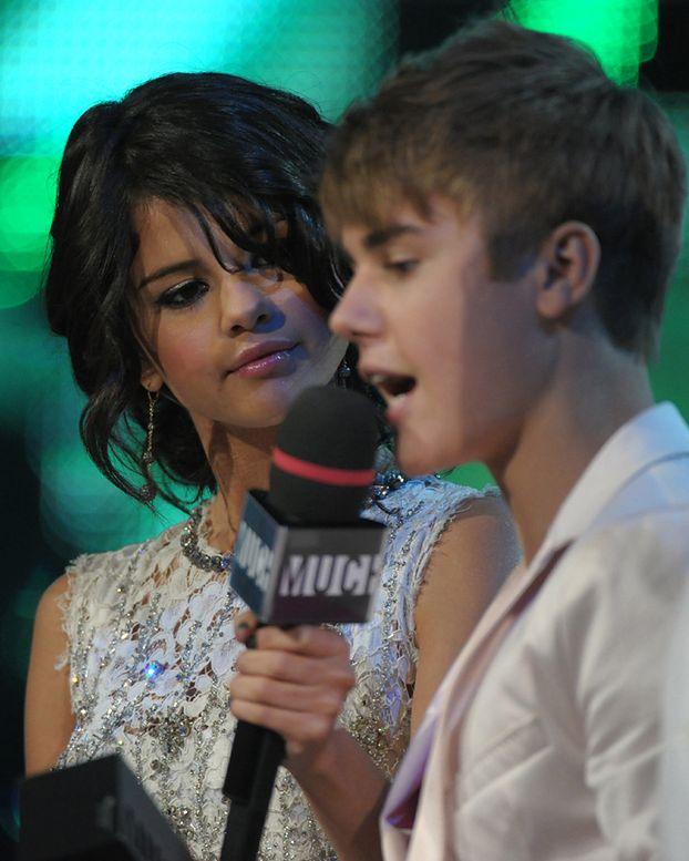 Selena rzuciła Biebera?!
