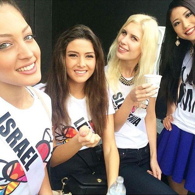"""Chcą ODEBRAĆ TYTUŁ Miss Libanu za... """"selfie"""" z Miss Izraela!"""