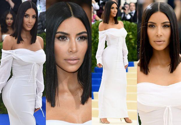 Skromna Kim Kardashian w białej sukience na gali MET (ZDJĘCIA)