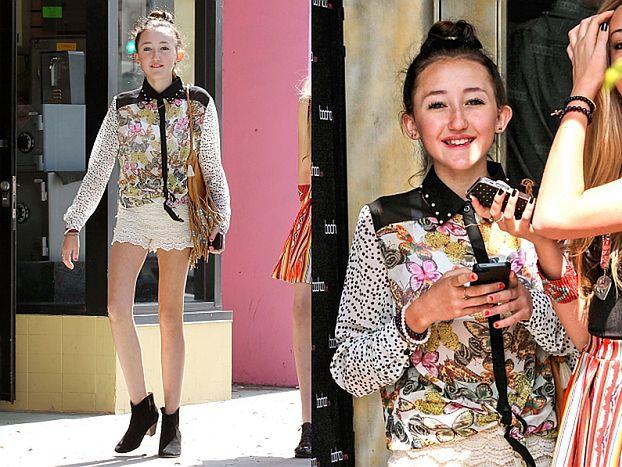 13-LETNIA siostra Miley W PEŁNYM MAKIJAŻU i szortach! (FOTO)