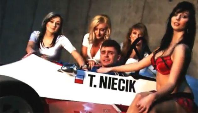 """Tomasz Niecik śpiewa dla """"dziewczyny z Facebooka""""!"""