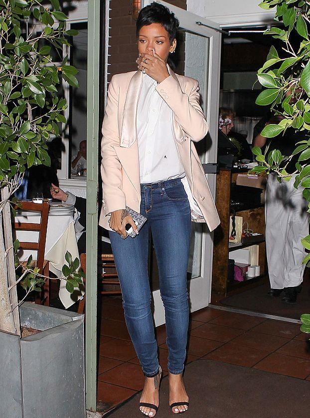 Rihanna BOI SIĘ... INWAZJI KOSMITÓW!