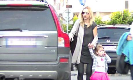 Koroniewska sama z córką