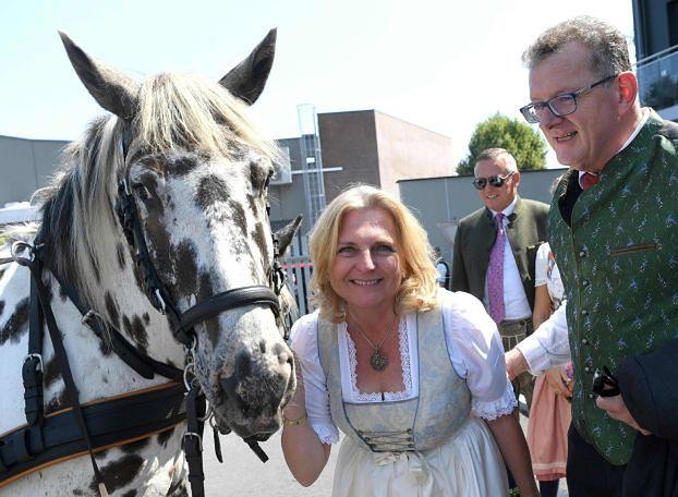 Na ślubie austriackiej minister spraw zagranicznych bawił się Władimir Putin!