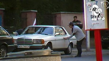 Damięcki jeździ starym mercedesem