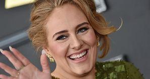 Adele pozuje na gali w towarzystwie NOWEGO PARTNERA (ZDJĘCIA)