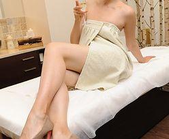Bałon pozuje nago! Polewana szampanem...
