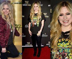 Wiecznie młoda Avril Lavigne wdzięczy się do fotografów na imprezie poprzedzającej galę Grammy