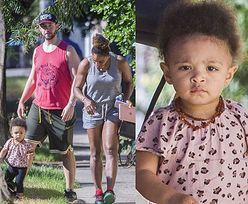 Serena Williams w sportowym wydaniu spaceruje z córką i mężem (ZDJĘCIA)