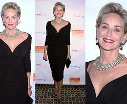 60-letnia Sharon Stone udziela się charytatywnie w eleganckiej sukni