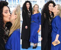 """Czułe pocałunki Cher i Meryl Streep na premierze """"Mamma Mia 2""""..."""