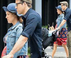 Blake Lively eksponuje ciążowy brzuch na rodzinnym spacerze (FOTO)